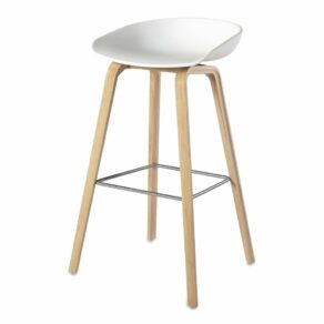 AAS32 Stool Oak Soap low White shell w. stainless footrest